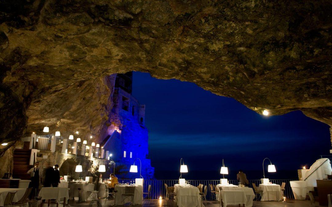 Ein unglaubliches Restaurant in einer Höhle am Meer