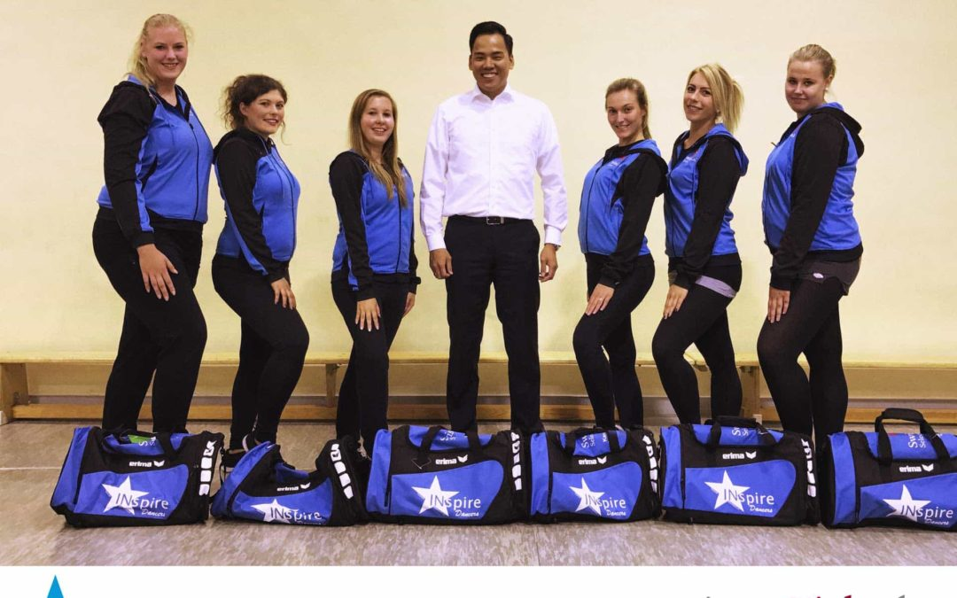 Sport Sponsoring – Übergabe der gesponserten Ausrüstung an die INspire Dancers